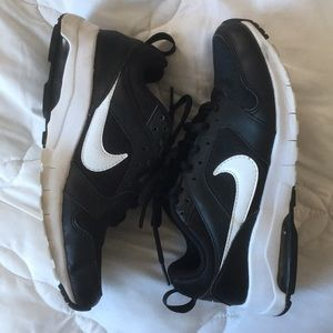 Black and White Nike Air , Size 6.5 Women's 🖤